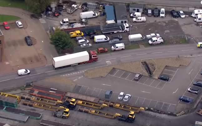 Camionul morţii, în care au fost descoperite 39 de cadavre